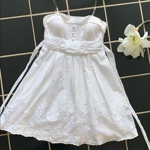 Dresses & Skirts - White strapless lace dress size 11 (M-L) stretchy